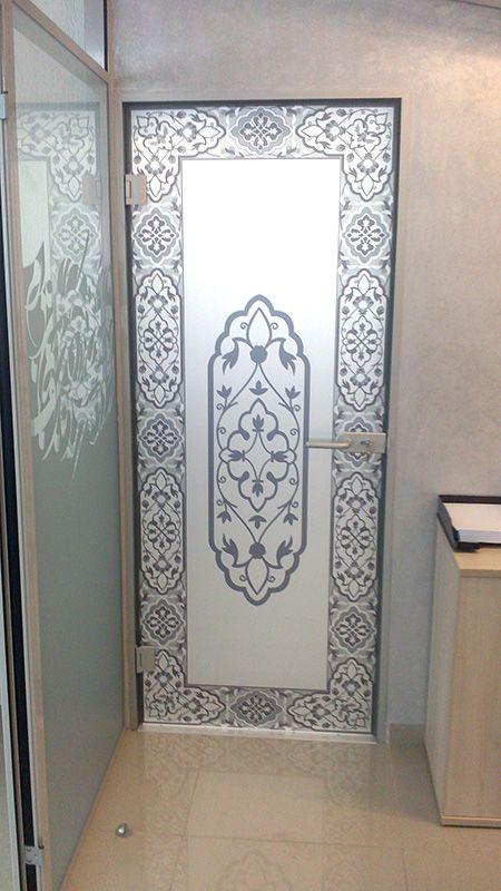 Матирование стёкол дверей разработанным нами дизайном на специальной плёнке.