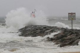 Stanley Roy informa: EU: Huracán golpea zonas de Carolina
