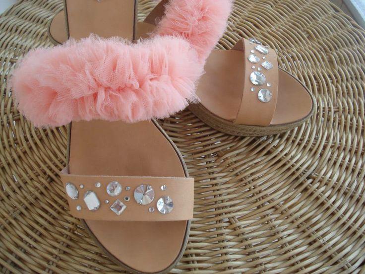 Δερμάτινα χειροποίητα σανδάλια με τούλι και στράς.  Handmade leather sandal with tulle and rhinestone.