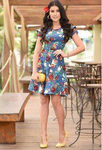 dd7108b72 modelo cabelo escuro vestido em bengaline azul escuro floral evase ...