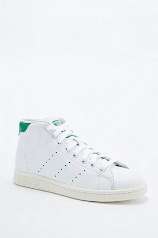 adidas Originals - Baskets montantes Stan Smith blanches et vertes - Urban  Outfitters