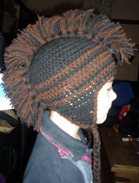 Mohawk crochet hat This is what i want red green white