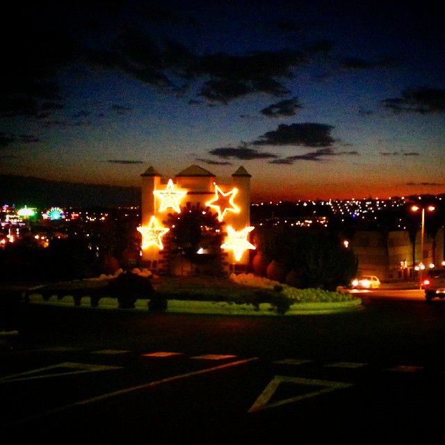 #roundabout #christmasspirit  #sunset #sunsetsofinstagram #beautiful #sky #christmas #christmaslights #lights #stars #trafic #road #night #nightsky #pink #orange #red #yellow #blue