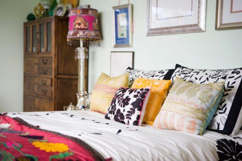 Google Image Result for http://www.buzzle.com/images/home-decor/eclectic-decorating/eclectic-bedroom2a.jpg