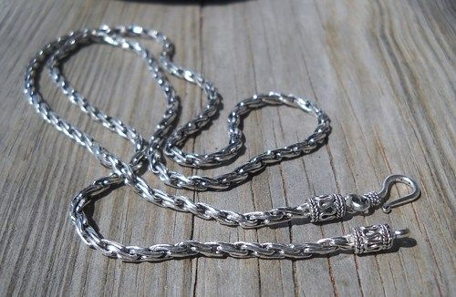 925 Sterling Silver Neckchain 55cm  Weight:15.7 grams 55cm long  Handmade,brand new
