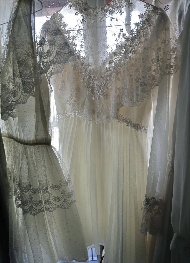 Lovely Lace  www.mrskvintageweddings.com