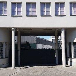 Znakomici przewodnicy po Krakowie zapraszają na poruszającą podróż w czasie do okupowanego miasta. Fabryka Schindlera Kraków - muzeum które zapada w pamięć.