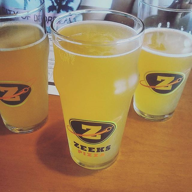 The @moderntimesbeer Fruitlands Passion Fruit and Guava Gose is so tasty you might need a few extra pints just to be sure.  PC: @eddiehates #sandiego #sandiegoconnection #sdlocals #sandiegolocals - posted by Zeeks Pizza https://www.instagram.com/zeekspizza. See more San Diego Beer at http://sdconnection.com