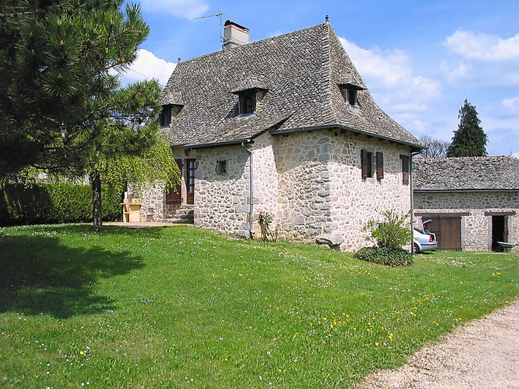 Maison 4 Pièces 130m² Sur 2 Niveaux Avec Piscine Pour 8 Personnes Située à  Mourjou. Vacances En AuvergneVacances ...