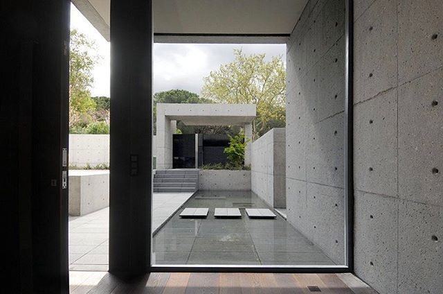 """Via thehardt Borderline flawless courtyard in this museum quality home located in Madrid, Spain, """"Concrete House"""" byA-cero. The 16,145 ft² (1,500 m²) home is characterized by an arrangement of clean lines and flawless volumes. The dark shade of the solid that make up the entire building and an engineering wide dark pergola, there are the components that, at first sight, emerge in the house outside. #Concrete #ConcreteHouse #Volume #ConcreteVolume #Courtyard #Water #Mansion #Fortress #Lines…"""