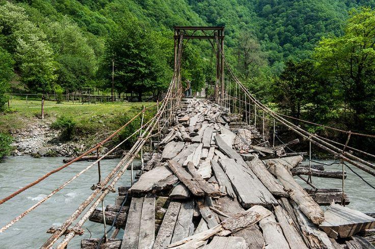 Подвесной мост над рекой Бзыбь - Абхазия. Обзор, фотографии, история достопримечательности | weather7forecast.com