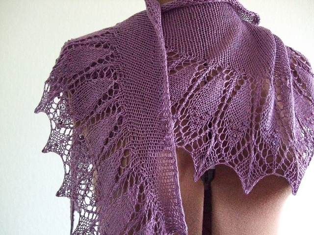1292 best Scialli,sciarpe,stole,boleri images on Pinterest Ponchos, Knittin...