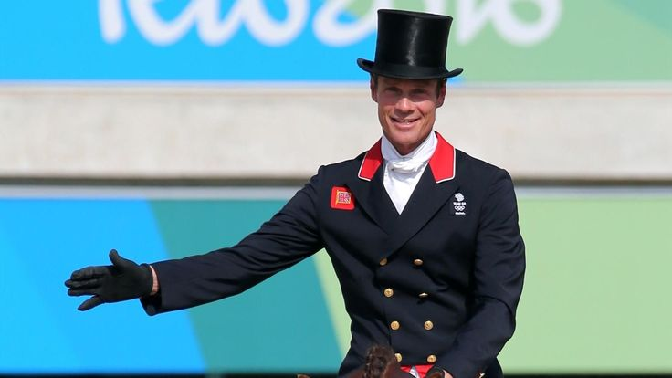 Britain's Fox-Pitt leads eventing just months after induced coma