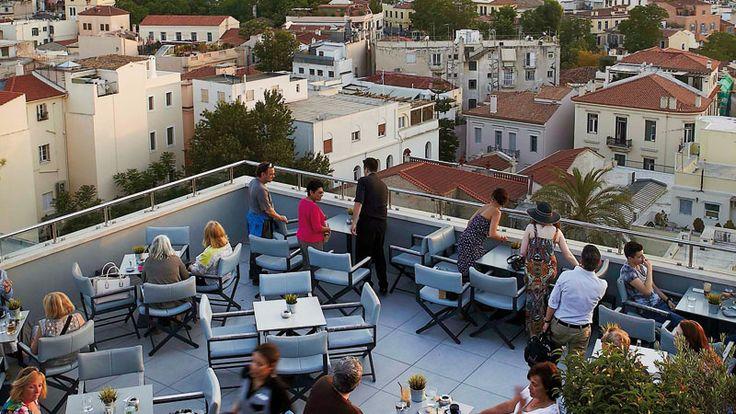Το cafe bar με την συναρπαστική θέα της Αθήνας, ανεβαίνει επίπεδο φέτος εγκαινιάζοντας μια συνεργασία με τον εξαιρετικό διεθνή mixologist Αλέξανδρο Γκικόπουλο.