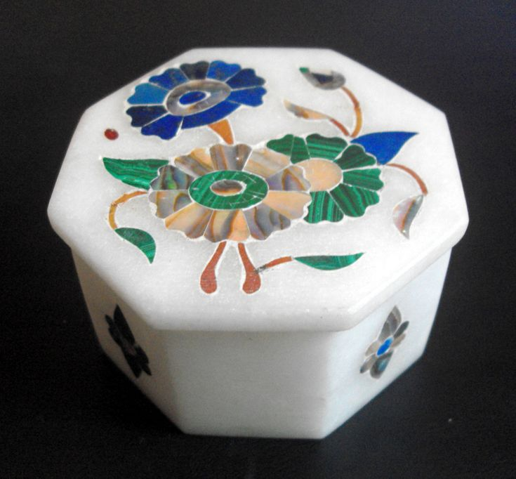 11555 £18 inc UK Post. Offers welcome. Vintage / retro octagonal pietra dura box and cover