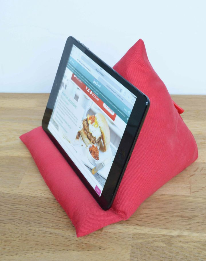 diy ipad stand tablet stand reading and ipad stand. Black Bedroom Furniture Sets. Home Design Ideas