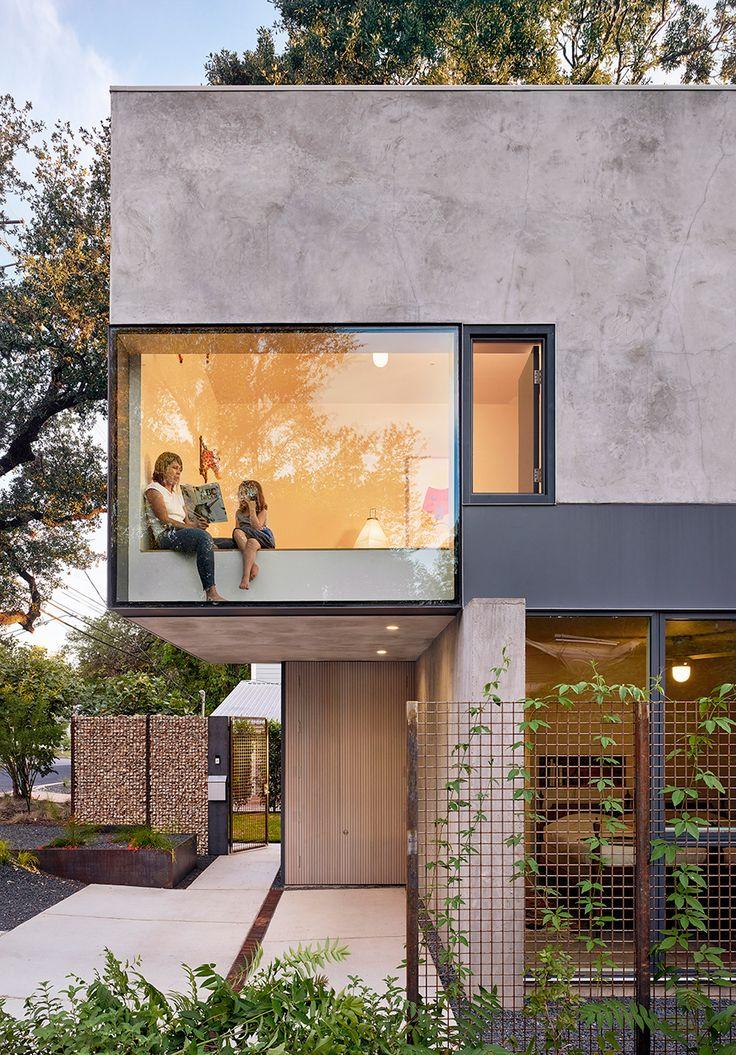 Alterstudio designs Austin residence around existing oak tree