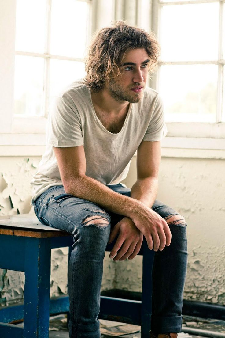 australian -blue eyes- guitar beauty Matt Corby