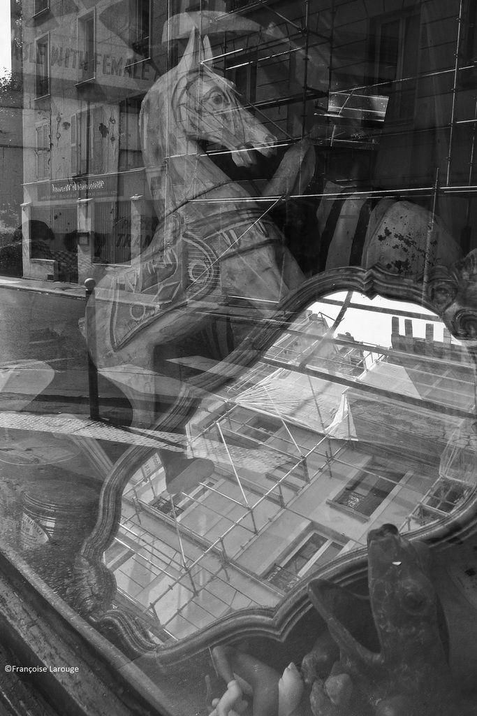 i ©Françoise Larouge Antiquaire Paris Xxé
