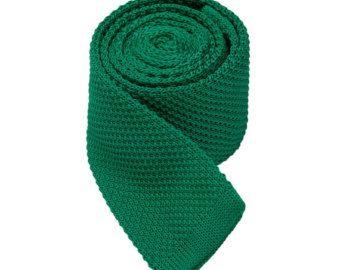 Un empate reúne cada aspecto y es el acento perfecto a cualquier ropa que necesitan un toque de sofisticación. Elegir la colección de corbata (solids.checks.dots,stripes,florals o paisleys) mi tienda para expresar su estilo en una forma que te habla!  Este es un listado de vínculos punto marino con lazos de Neckties.Wedding punto blanco Stripes.Knitted Ties.Mens  Ancho: 5cm Longitud: 145cm Color: Azul marino/rosa Patrón: tejido Tela: algodón  ¡ Envío gratis en pedidos de más de 50$ (util...