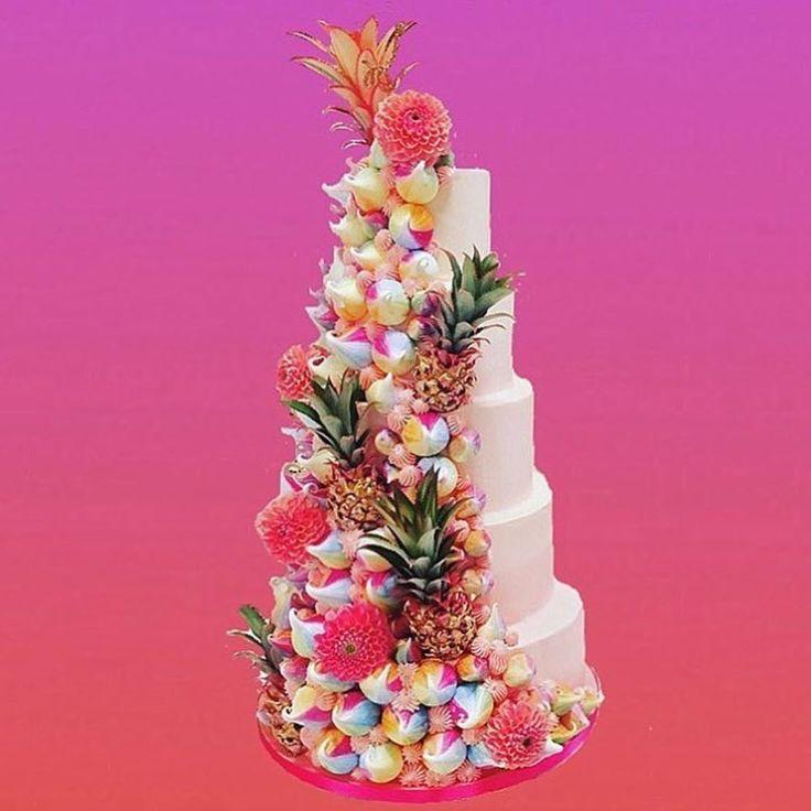 "1,701 Likes, 24 Comments - 🌈✨M E R I N G U E G I R L S✨🌈 (@meringuegirls) on Instagram: ""TOTALLY TROPICAL 🌴 @fondantfox & @meringuegirls with @rebelrebele8 flowers and mini 🍍"""