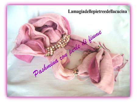 Pashmina rosa con perle di fiume