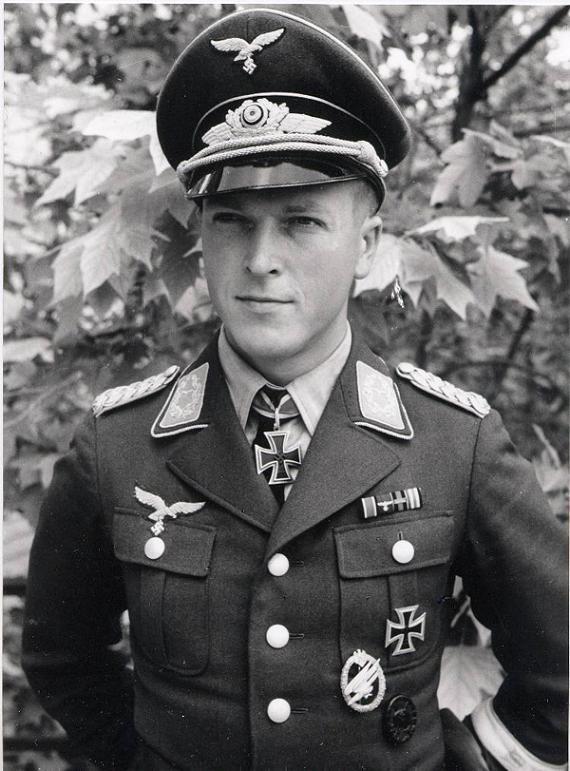 """Major Rudolf Witzig (1916-2001) -- RK: 10-5-40 Führer Sturmgruppe """"Granit"""" in der Fallschirmjäger Sturm Abteilung """"Koch""""; Eich(662): 25-11-44 Kdr I./FschPiRgt 21"""