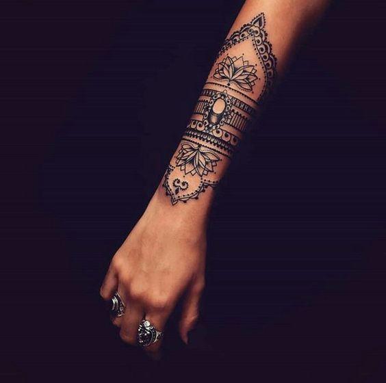 (Titel) – Fiona Frasconi   – Tattoo Frauen Unterarm