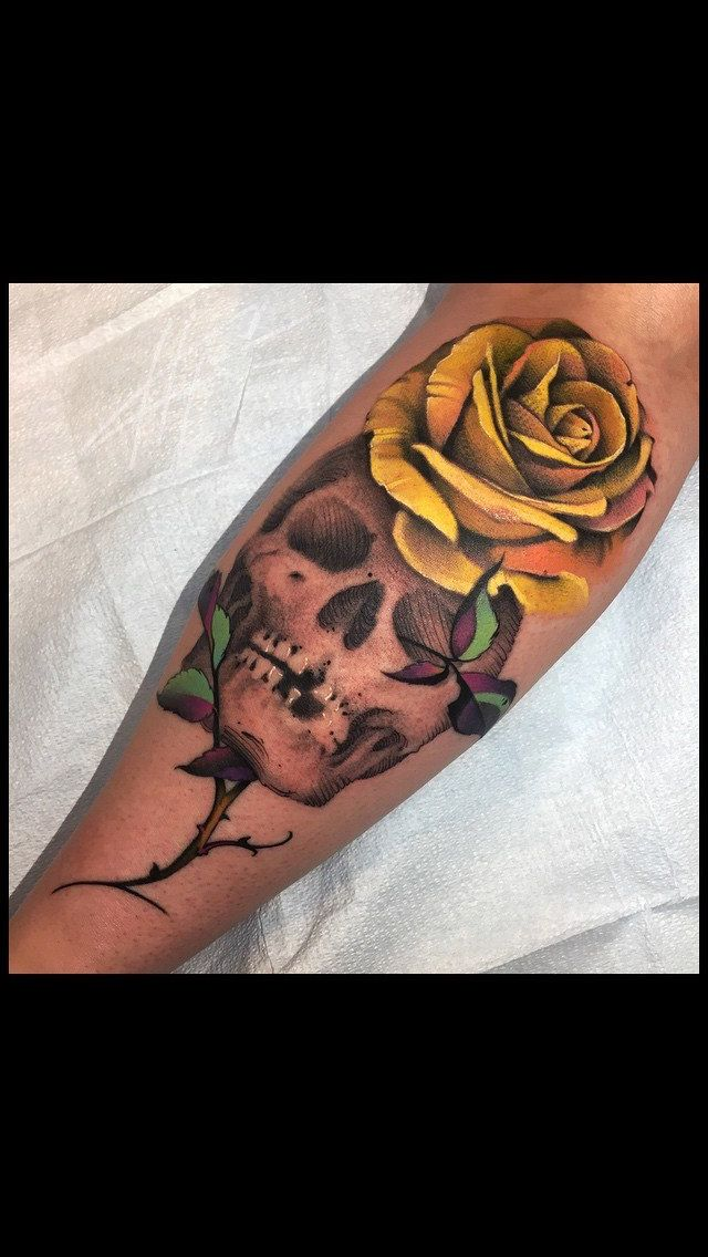 Want want want this !!!!! Skull and rose tattoo