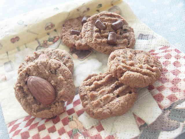 小麦粉不使用♪カフェモカクッキー♪        おからを使ったクッキーです。さくさくな食感で、とっても美味しくってお勧めです^^    材料 (25個くらい) 生おから 70g チョコクリーム 75g 無塩バター 15g アーモンドプードル 30g インスタントコーヒー 小さじ1 純ココア 10g 砂糖(今回はきび砂糖使用) 10g ベーキングパウダー 小さじ1