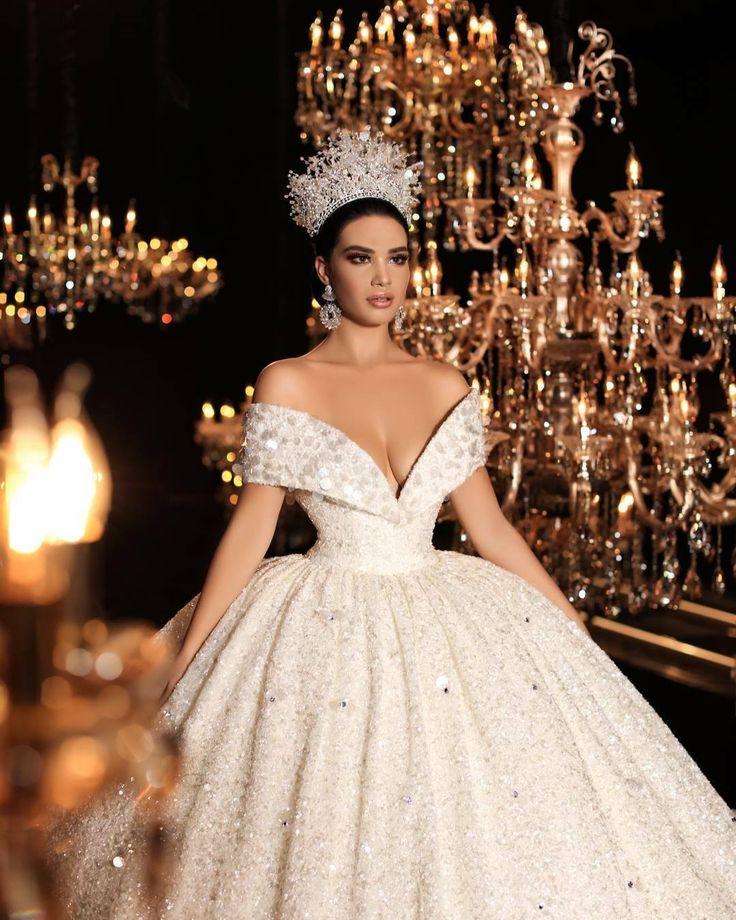 сколько картинка белого платья для королевы это