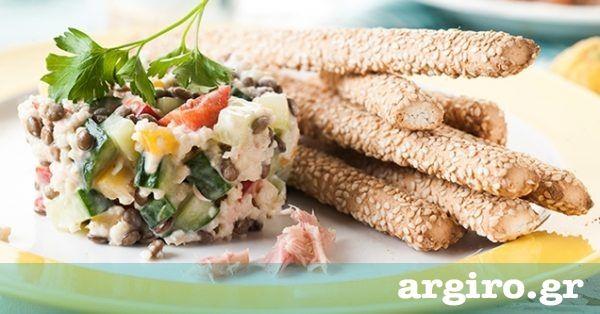 Φακές σαλάτα με κινόα και τόνο από την Αργυρώ Μπαρμπαρίγου   Αυτή η σαλάτα είναι ένα ολοκληρωμένο, ελαφρύ γέυμα με μεγάλη διατροφική αξία. Θα τη λατρέψετε!
