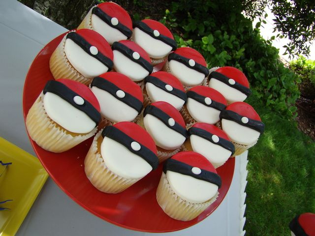 Cute cupcakes at a Pokemon Party #pokemon #partycupcakes
