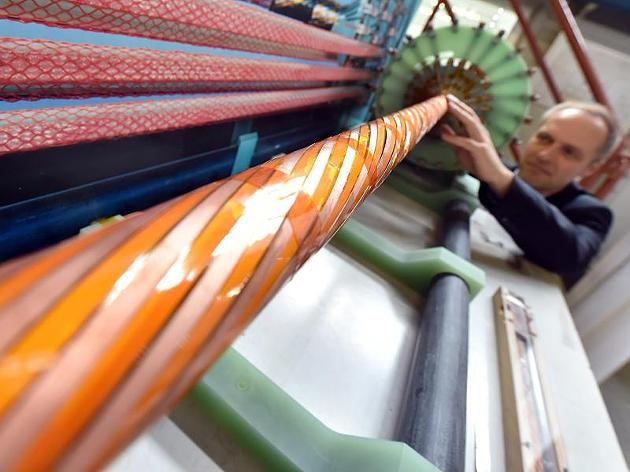 Forscher experimentieren mit Supraleitern http://www.focus.de/wissen/technik/forscher-erzeugen-supraleiter-neuer-aggregatszustand-koennte-strom-revolutionieren_id_4682369.html