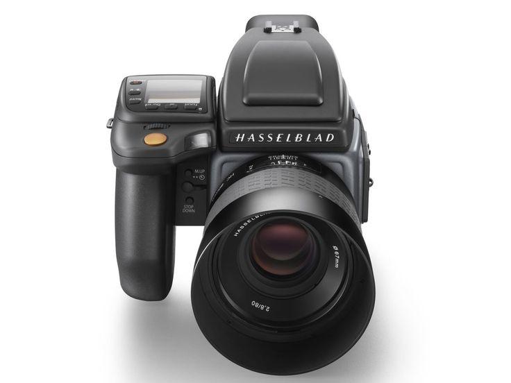 Hasselblad anuncia H6D-100c com 100 MP  Hasselblad acrescentou a potente câmera profissional H6D à sua linha de formato médio oferecendo a H6D-100c com um sensor CMOS 100MP e vídeo 4K juntamente com a H6D-50c com sensor de CMOS 50MP. O sistema H6D oferece um novo processador mais rápido e um monitor de lcd retrátil de 3 e 920 mil