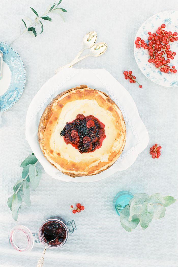 His Cheesecake and a blueberry sparkling wine * O Cheesecake dele e um vinho frisante de mirtillos  suvellecuisine.com