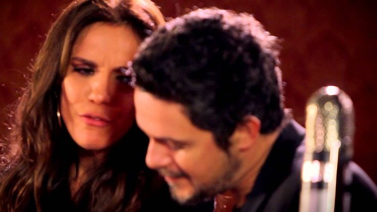 Music video by Alejandro Sanz performing Não Me Compares. (C) 2012 Universal Music Ltda