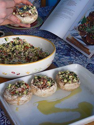 champignons farcis chorizo jambon oignon persil courgettes parmesan piment d espelette...  30 mn four chaud