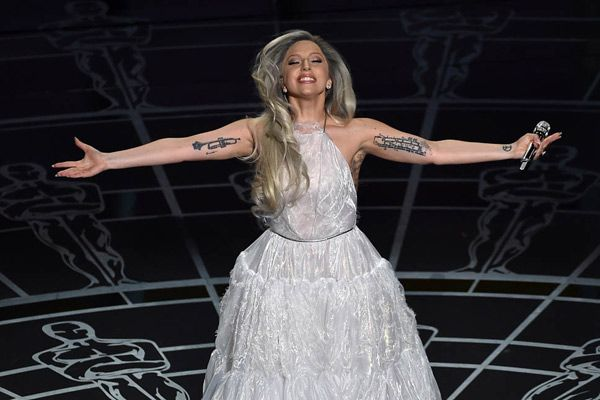 Lady Gaga to Sing American National Anthem, The performance will take place in Santa Clara. Actress Marlee Matlin accompany her during the national anthem.