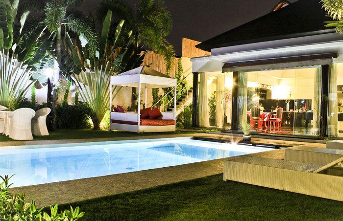 #Magnifique #villa de nuit avec avec la #belle #piscine.