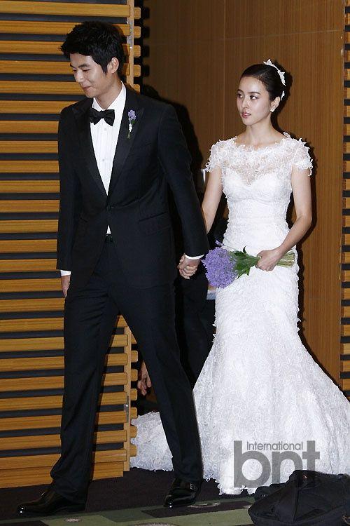Premier leaguer Ki Sung yueng and top actress Han Hye