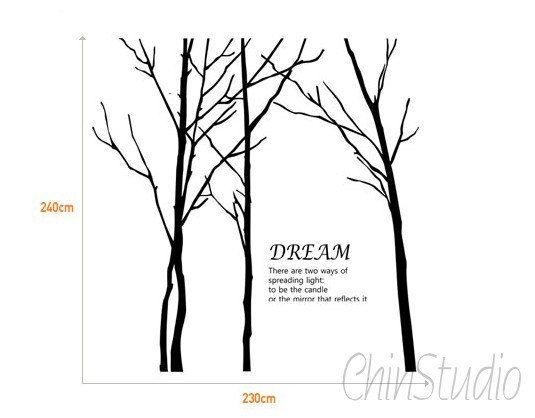 Descrizione:  Questi alberi inverno freddo aggiungono profondità a qualsiasi spazio. Queste decalcomanie albero vengono come un insieme di 4 e