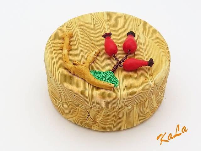 Kamila Lajčáková - krabička s imitací dřeva a dalších přírodnin z polymerové hmoty podle workshopu Andrey Zajacové z 2.ročníku Polymerové školy online