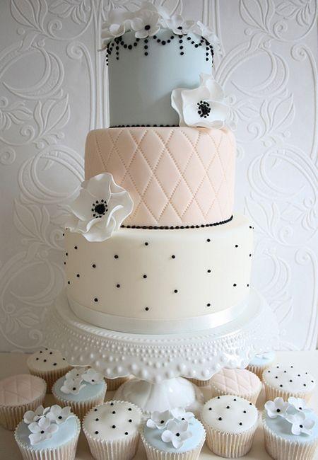 Love that Parisian vibe? Ask your cake designer to incorporate mini-black pearls.