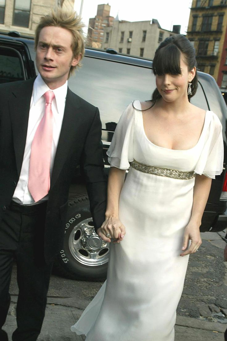Liv Tyler and Royston Langdon. Love her. Such a simple dress. She's lovely.