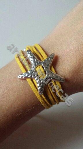 Pulsera Silver star en color mostaza / Silver star bracelet in mustard colour - by Arriba Muñecas.