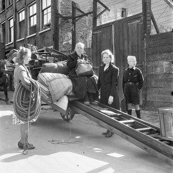1945. Families living at Kattenburg in Amsterdam, near the naval barracks, were ordered to leave their homes. Maria Austria Institute Beeldbank / Ad Wendig. #amsterdam #worldwar2 #Kattenburg