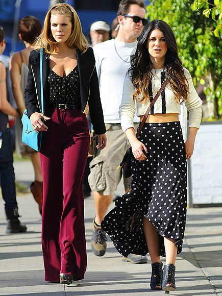 90210 may be a guilty pleasure but I am not ashamed to say I love the fashion on it.