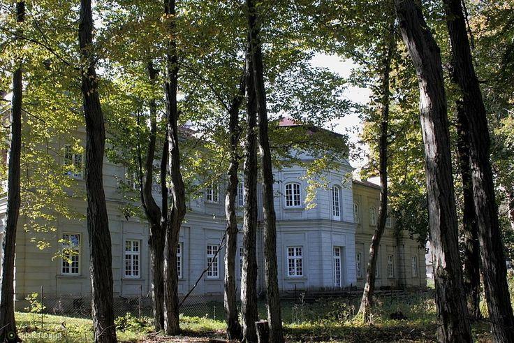 Narol. Pałac Łosiów  Widok pałacu od strony ogrodu.
