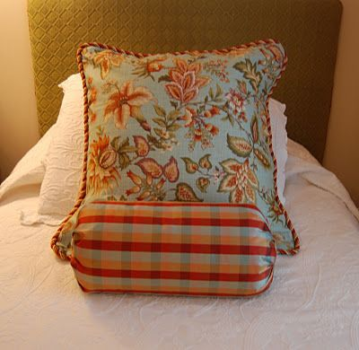 Easy way to recover pillow- great recovering/easy sewing tutorials